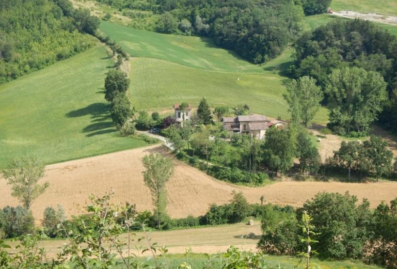 Panorama con campi lungo il sentiero del Rio Gardello
