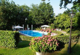 Giardino con piscina Park Hotel Fantoni